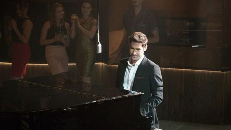gallery-1527488494-lucifer-tom-ellis-piano