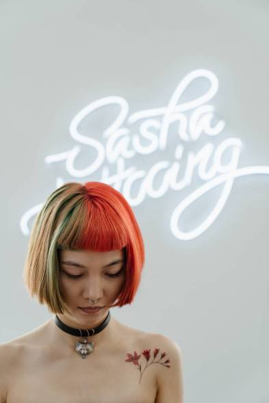 femme art jeune fille neon